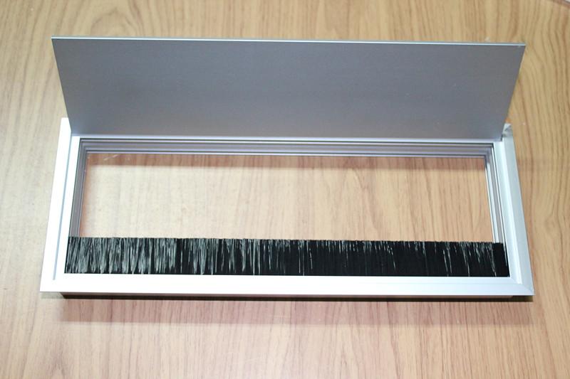 铝合金线盒毛刷条